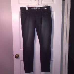 Express Zelda slim fit jeans. Size 8. NWT.